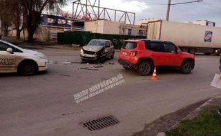В Днепре столкнулись Skoda и Jeep (видео) - ФОТО