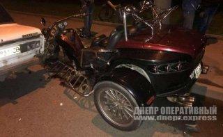 Тройное ДТП в Днепре: столкнулись трицикл, Skoda и ВАЗ (видео) - ФОТО