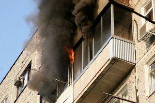 На Днепропетровщине в пятиэтажке загорелись несколько балконов (видео) - ФОТО