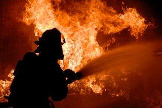 На Днепропетровщине во время пожара в здании чуть не погибли два - ФОТО