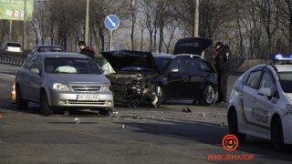 В Днепре на Набережной Заводской столкнулись Alfa Romeo и Chevrolet - ФОТО